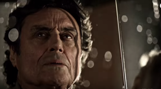 Ian Mcshane como Mr. Wednesday em American Gods